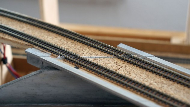 Versetze Schienenstöße erfordern eine Gleisreparatur