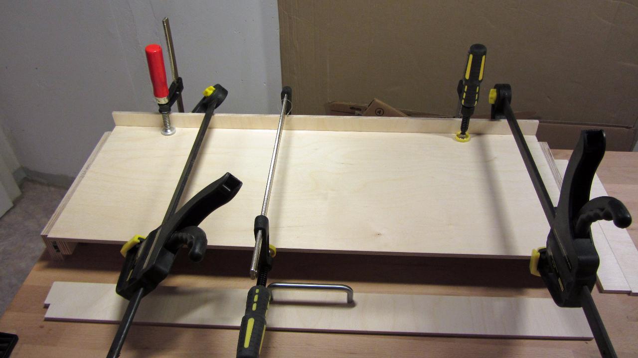 Bau Fiddle Yard Teil 2: Geduld und Schraubzwingen sind gefragt!