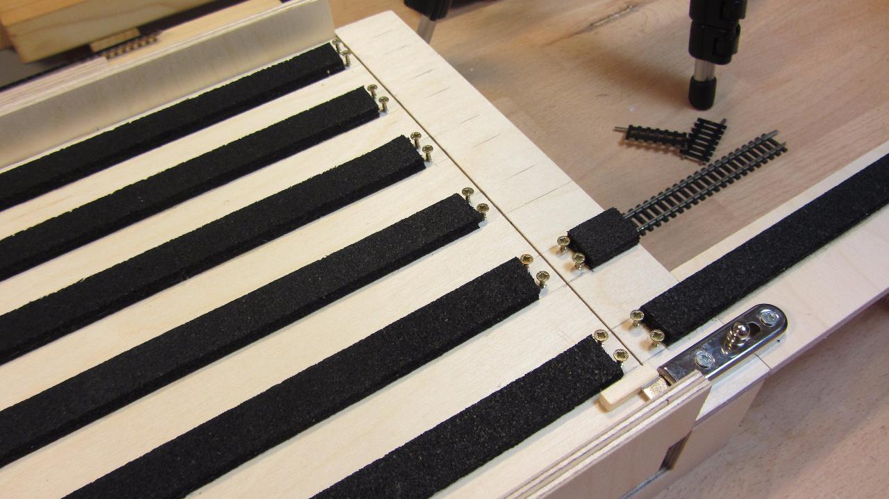 Bau Fiddle Yard Teil 5: Montage Schieberiegel