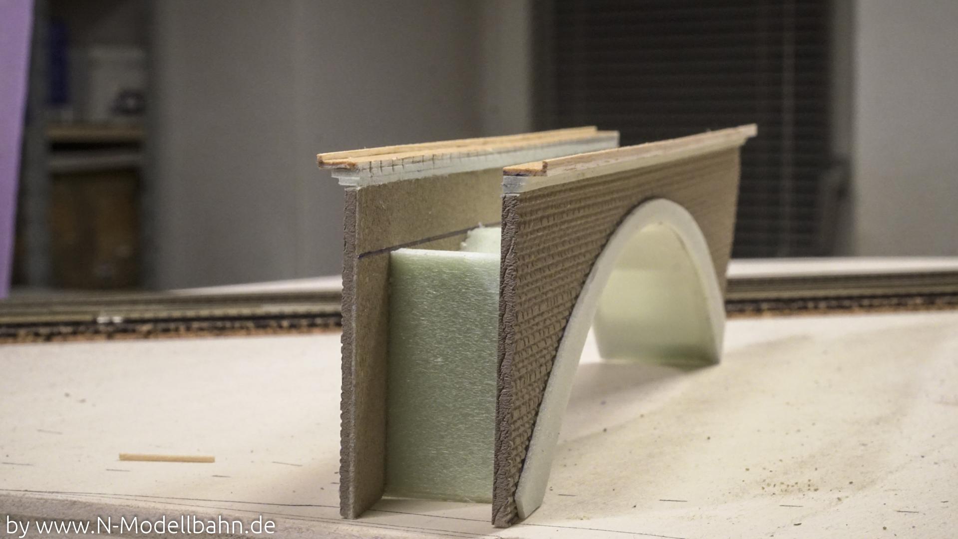 Betonbogenbrücke mit Styrodur